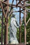 ВАРШАВА, POLAND/EUROPE - 17-ОЕ СЕНТЯБРЯ: Статуя девой марии Стоковая Фотография RF