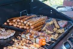 Варящ барбекю и зажаренное мясо, Стоковая Фотография