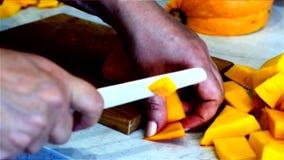 Варящ блюда тыквы - режущ в части видеоматериал