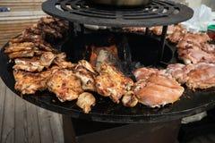 Варящ еду улицы - мясо и птица стоковое фото