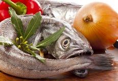 варящ овощи подготовленные hake молодые стоковые фото
