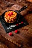 Варящ праздник позавтракайте с вафлей на деревянной предпосылке Стоковые Изображения RF