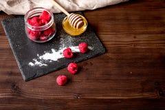 Варящ праздник позавтракайте с вафлей на деревянных предпосылке и животиках Стоковое фото RF