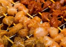 Варящ путь kebab варить маринад перца соли приправами мяса стоковые изображения rf