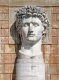 ВАТИКАН - 18-ОЕ АПРЕЛЯ: Статуя Gaius Жулиус Чаесар Augustus на VaticanMuseums на 18-ое апреля 2015 Он был первым правителем Рима Стоковое Изображение RF