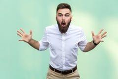 Вау! Портрет молодого взрослого бизнесмена с сотрясенным выражением лица Стоковые Фотографии RF