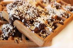 Вафля шоколада с поднимающим вверх шоколада и кокоса близкое, захваченный с малой глубиной поля Стоковое Изображение RF