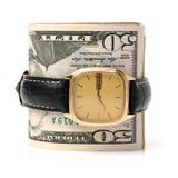 Вахта золота одетый в 100 долларовых банкнотах, время деньги Стоковое фото RF