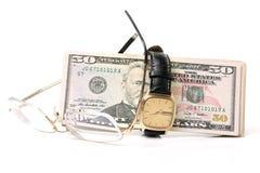 Вахта золота одетый в 100 долларовых банкнотах, время деньги Стоковые Изображения