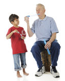 Вахта как Grandpa делает его стоковое фото rf