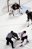 вахты ryan miller льда хоккея вбрасывания шайбы Стоковое Фото