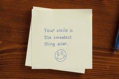 Ваша улыбка самая сладостная вещь всегда, который пишут на примечании Стоковые Изображения RF