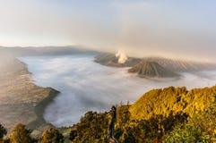 вашингтон США восхода солнца положения национального парка mt более ненастный Bromo, Индонезия стоковые фото