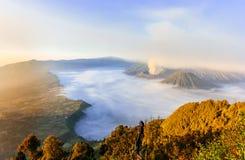 вашингтон США восхода солнца положения национального парка mt более ненастный Bromo, Индонезия стоковая фотография rf