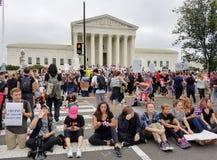 ВАШИНГТОН, DC - 6-ОЕ ОКТЯБРЯ 2018: Верховный Суд протестует снова стоковое фото