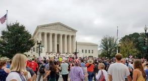 ВАШИНГТОН, DC - 6-ОЕ ОКТЯБРЯ 2018: Верховный Суд протестует снова стоковые изображения