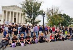 ВАШИНГТОН, DC - 6-ОЕ ОКТЯБРЯ 2018: Верховный Суд протестует снова стоковое изображение