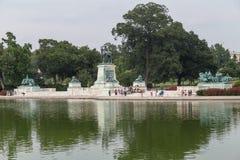 Вашингтон, DC/USA - около июль 2015: Зеркальный пруд капитолия и Ulysses s Мемориал Grant, Вашингтон, DC Стоковая Фотография