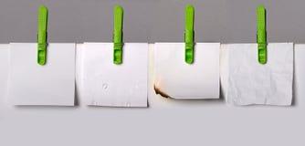 Комплект бумаг примечания с шпеньками одежд Стоковые Фото