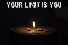 Ваш предел вы - белая свеча с темной предпосылкой - в сватать стоковая фотография