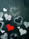 Валентайн дня s карточки Красное бумажное сердце на веревочке Стоковые Изображения RF