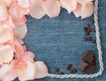 Валентайн сердец красное s золота дня предпосылки Предпосылка джинсовой ткани голубая с мягким штырем Стоковое Изображение RF