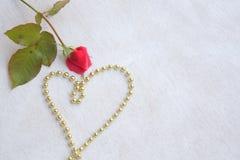 Валентайн сердец красное s золота дня предпосылки Стоковая Фотография RF