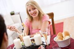 Валентинка: Романтичный обедающий с парнем Стоковая Фотография RF