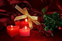 Валентинки чешут с красными розами стоковые фотографии rf