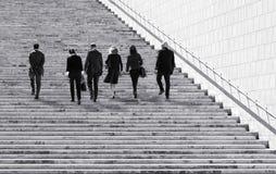 Валлетта, МАЛЬТА - 6-ое декабря: группа в составе бизнесмены идя в Валлетту, Мальту 6-ого декабря 2015 люди бизнес-группы Стоковое Фото