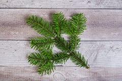 Вал ели рождества на деревянной доске Стоковые Изображения RF