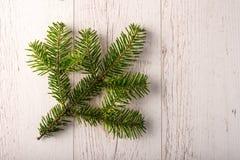 Вал ели рождества на деревянной доске Стоковые Фотографии RF