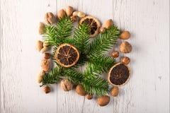 Вал ели рождества на деревянной доске Стоковое Изображение RF