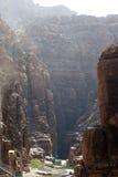 Вади Mujib утесов -- национальный парк расположенный в области мертвого моря, Джордана Стоковые Изображения RF