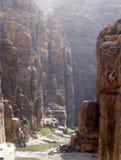 Вади Mujib утесов -- национальный парк расположенный в области мертвого моря, Джордана Стоковая Фотография