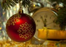 вал красного цвета ели рождества шарика Стоковые Фотографии RF