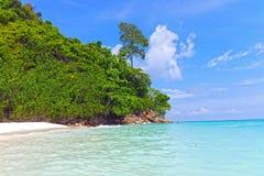 вал Таиланда кабеля ладони bamboo острова шлюпки пляжа длинний Стоковая Фотография RF