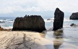 2 валуна на пляже Стоковая Фотография