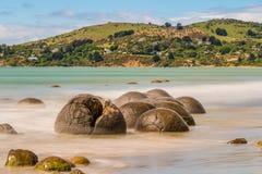 Валуны Moeraki в Otago, южном острове Новой Зеландии Стоковое фото RF