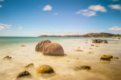 Валуны Moeraki в Otago, южном острове Новой Зеландии Стоковые Фотографии RF