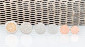 Валюта монеток, монетки штабелированные на одине другого в различных положениях Стоковая Фотография RF