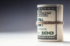 Валюта доллара Банкноты доллара свернутые в других положениях Стоковое Фото