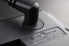 Введенный черный штепсель 12 вольт стоковая фотография rf