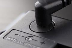 Введенный черный штепсель 12 вольт стоковые фотографии rf