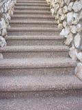 Вверх или вниз лестниц стоковое изображение rf