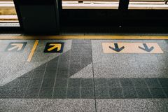 Вверх и вниз сигнала стрелки, символ в поезде Стоковое Изображение