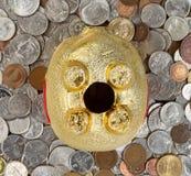 Вверх ногами копилка будет монетки underneath Стоковое фото RF