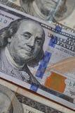 Вверх по близкому изображению 100 долларовых банкнот Стоковое Изображение RF