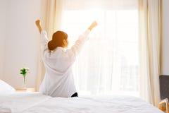 вверх по просыпать женщина Стоковая Фотография RF