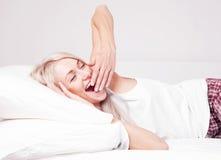 вверх по просыпать женщина Стоковые Изображения